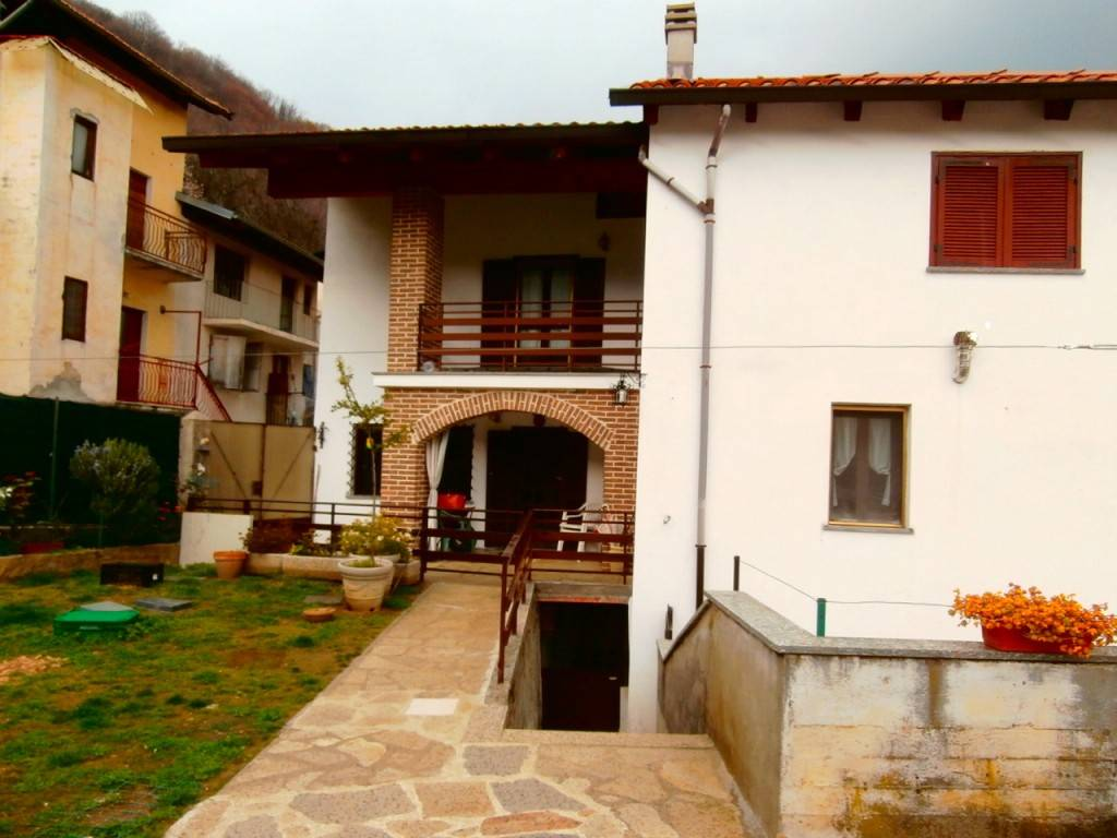 Foto 1 di Casa indipendente Località Vena, Cuorgnè