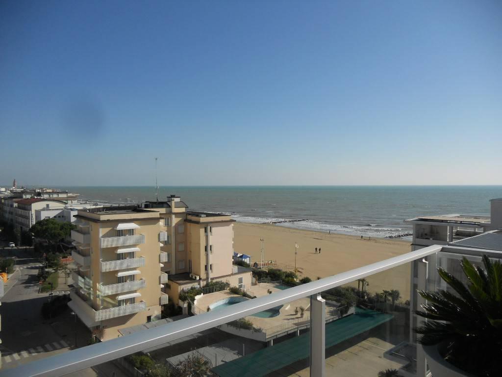 Prestigioso appartamento fronte mare, foto 1