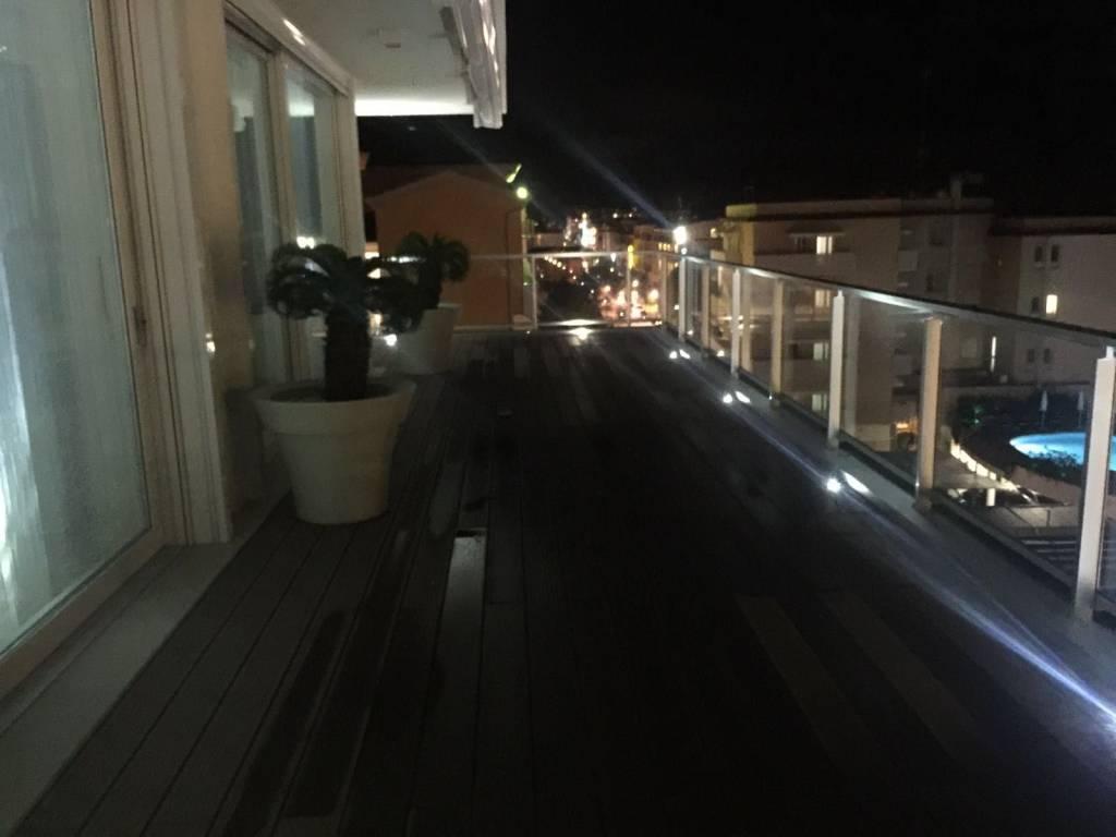 Prestigioso appartamento fronte mare, foto 3