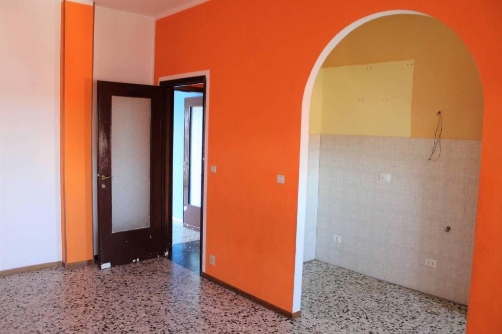 Appartamento in buone condizioni in affitto Rif. 8730939