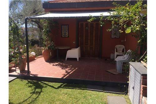 Foto 1 di Villa via Recanati,  Giardini-Naxos