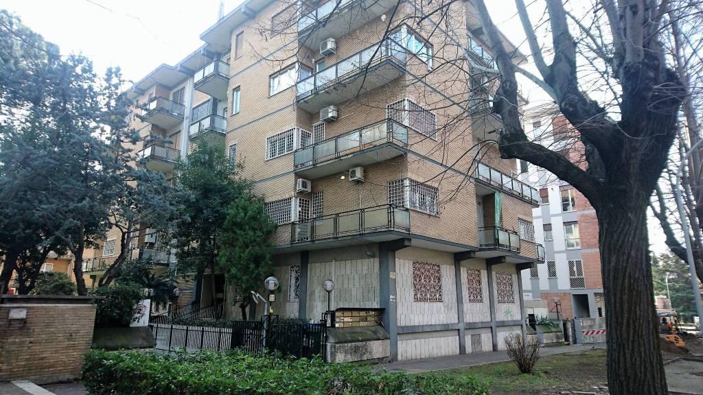 Ufficio / Studio in vendita a Roma, 3 locali, zona Zona: 22 . Eur - Torrino - Spinaceto, prezzo € 260.000 | CambioCasa.it