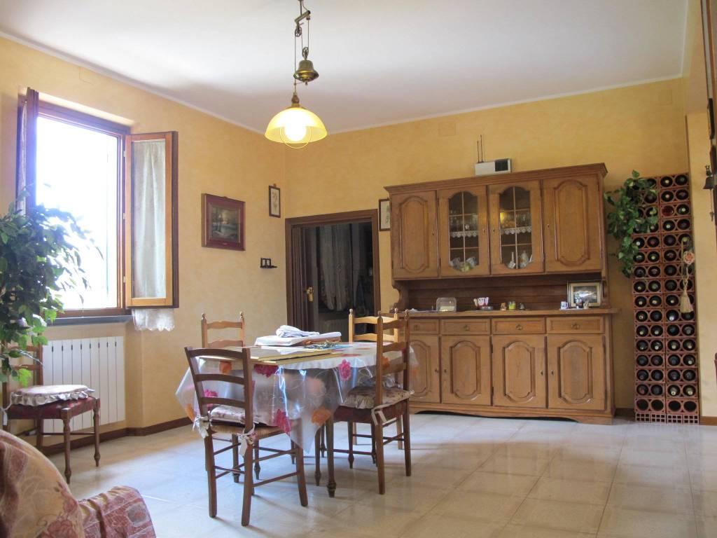 Appartamento in Affitto a Quarrata Periferia: 5 locali, 136 mq