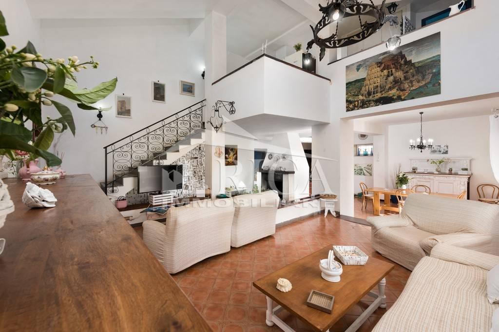 Villa in vendita a San Vito Lo Capo, 7 locali, prezzo € 550.000   CambioCasa.it