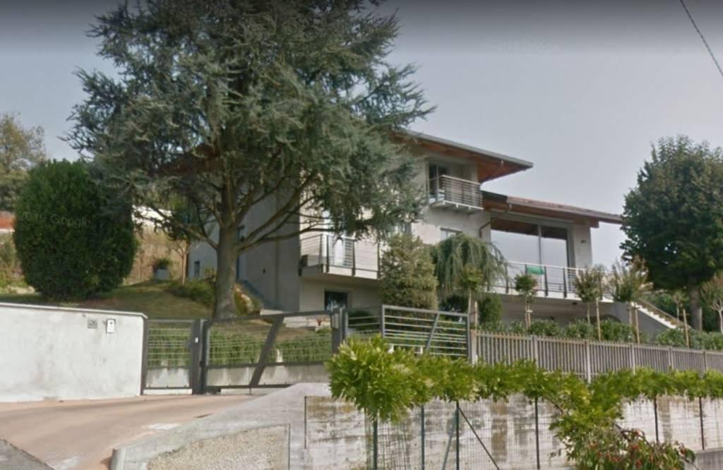 Foto 1 di Villa via Mompissano, Canale