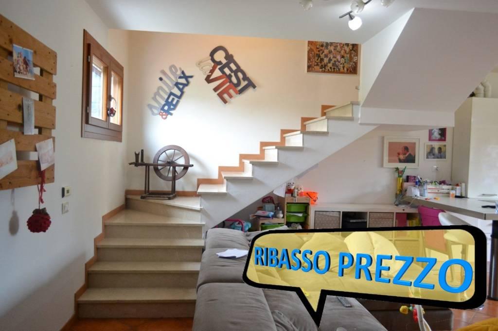 Appartamento in buone condizioni in vendita Rif. 8860773