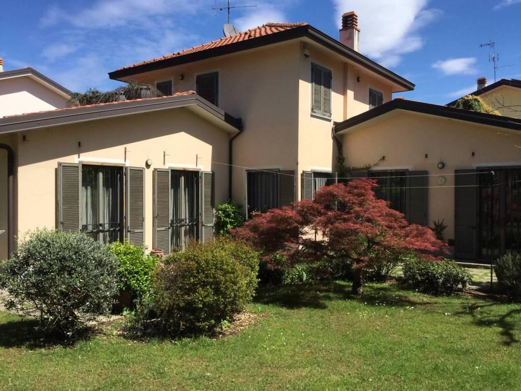 Appartamento in Vendita a Origgio Centro: 5 locali, 218 mq