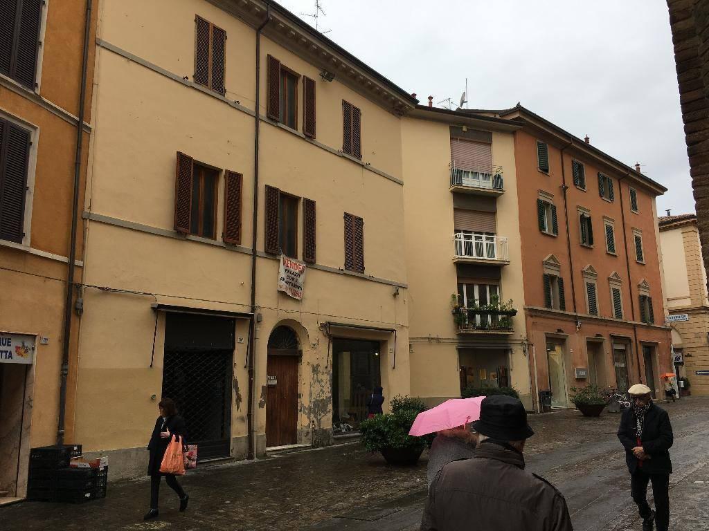 Foto 1 di Palazzo / Stabile via Emilia 205, Imola