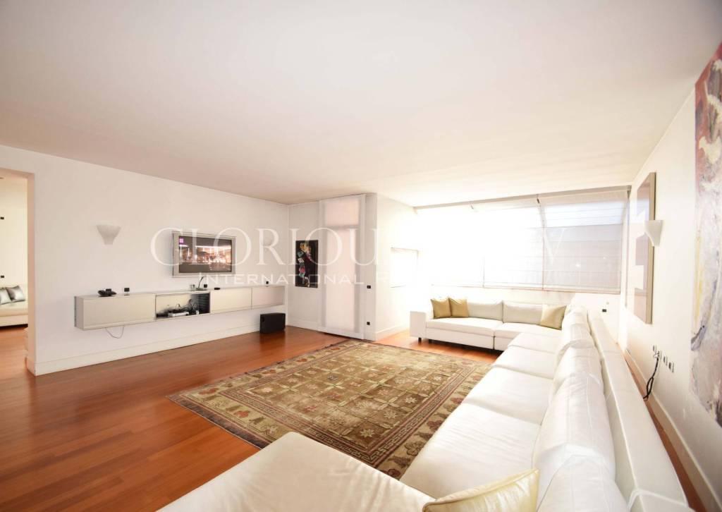 Villa in affitto a Basiglio, 15 locali, prezzo € 12.000 | CambioCasa.it