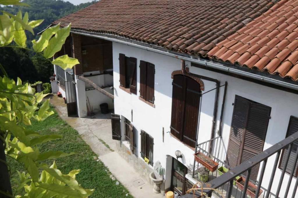 Rustico / Casale in vendita a Cinzano, 7 locali, prezzo € 150.000 | PortaleAgenzieImmobiliari.it