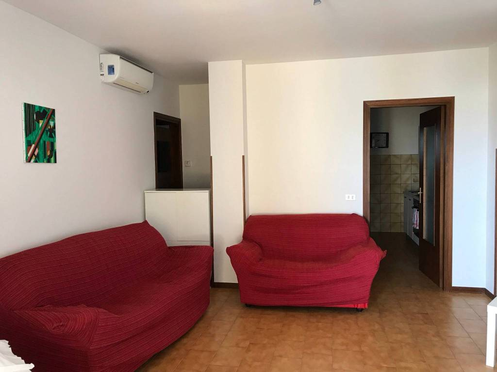 Appartamento in buone condizioni arredato in affitto Rif. 8648179