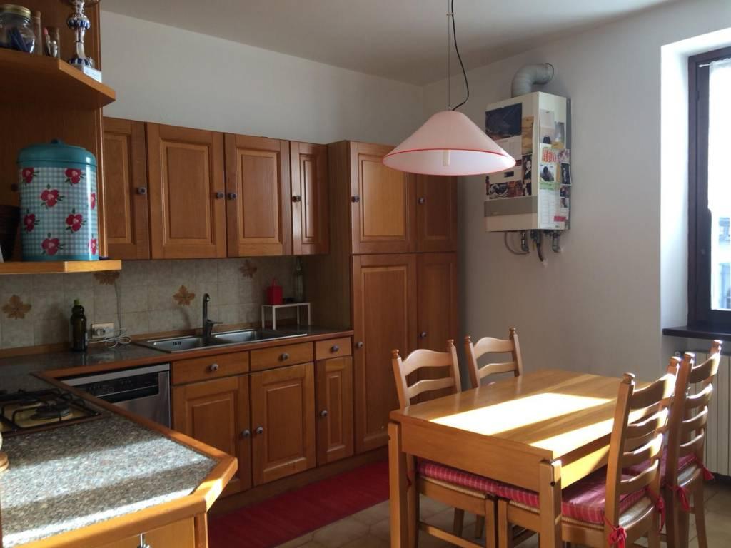 Appartamento in buone condizioni parzialmente arredato in affitto Rif. 8503644