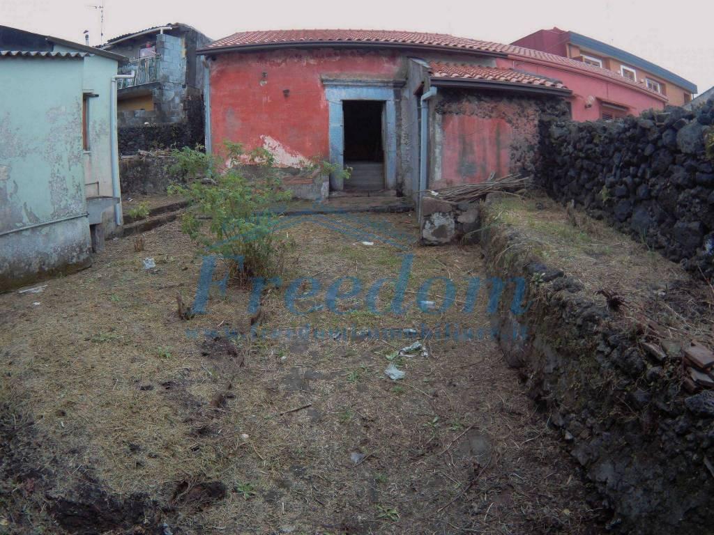 Rustico in Vendita a Viagrande Centro: 3 locali, 140 mq