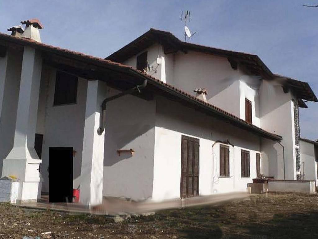 Villa in vendita a Cuceglio, 10 locali, prezzo € 132.000 | CambioCasa.it