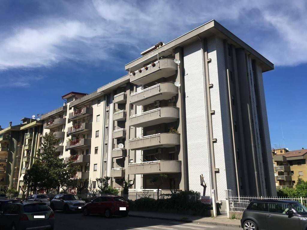 Appartamento in buone condizioni in vendita Rif. 9258376
