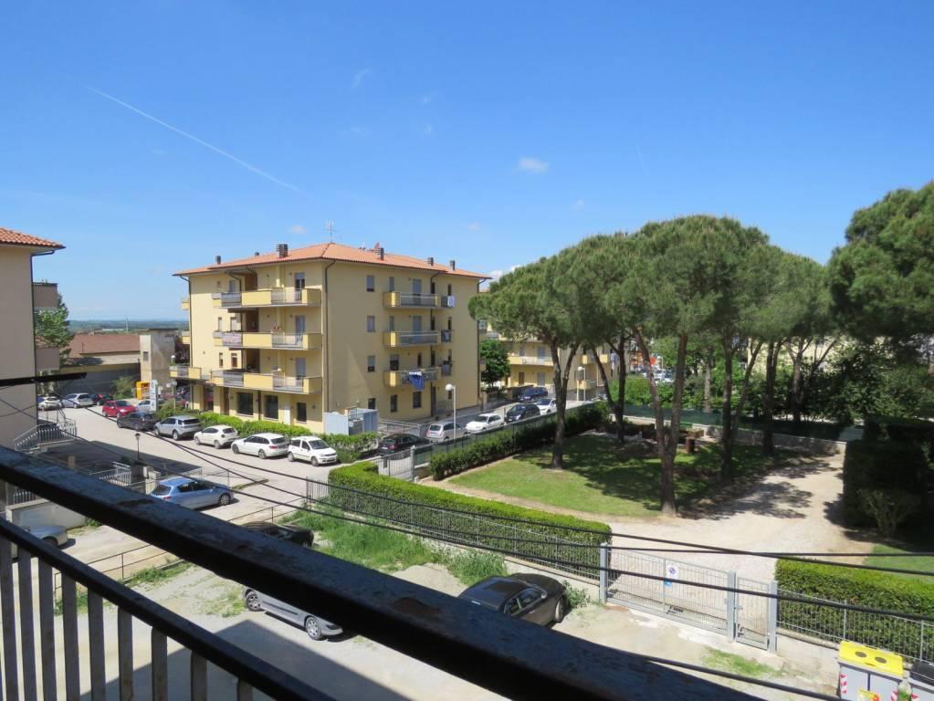 Foto 1 di Bilocale via Fosse Ardeatine 26, frazione Terontola, Cortona