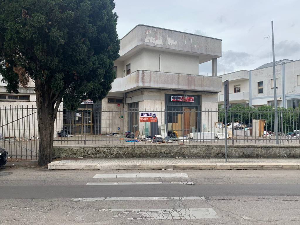 Negozio-locale in Affitto a Lecce Centro: 1 locali, 700 mq
