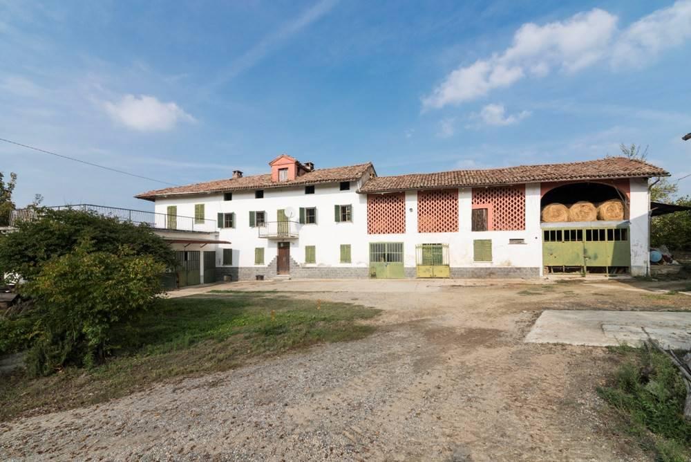 Rustico / Casale in vendita a Agliano Terme, 6 locali, prezzo € 195.000 | PortaleAgenzieImmobiliari.it
