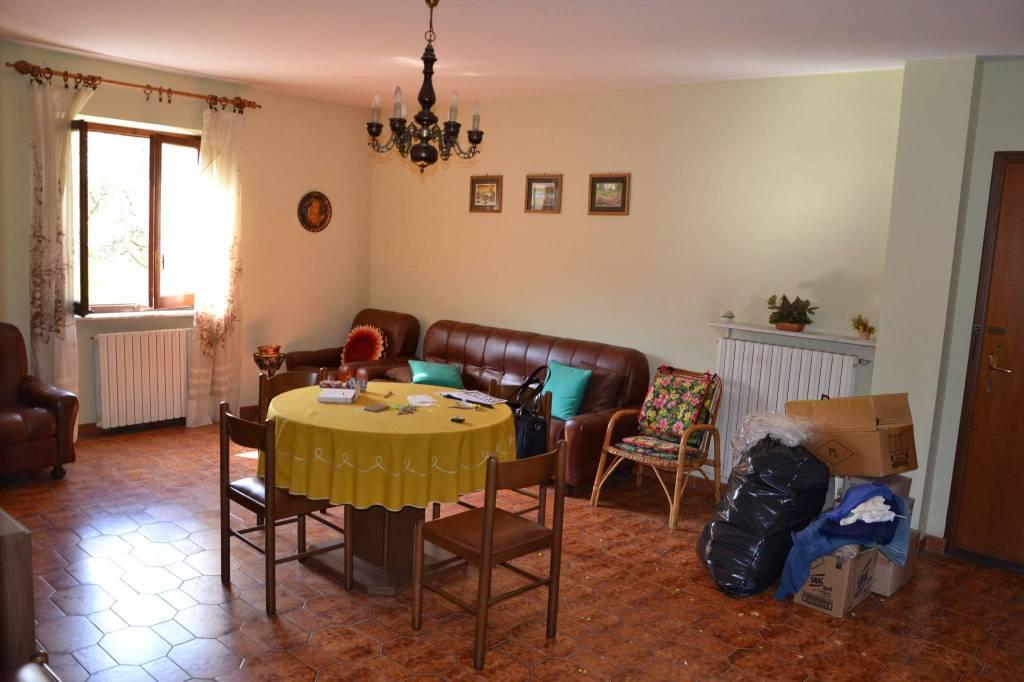 Foto 1 di Appartamento via Monsignor Canova 2, Garessio