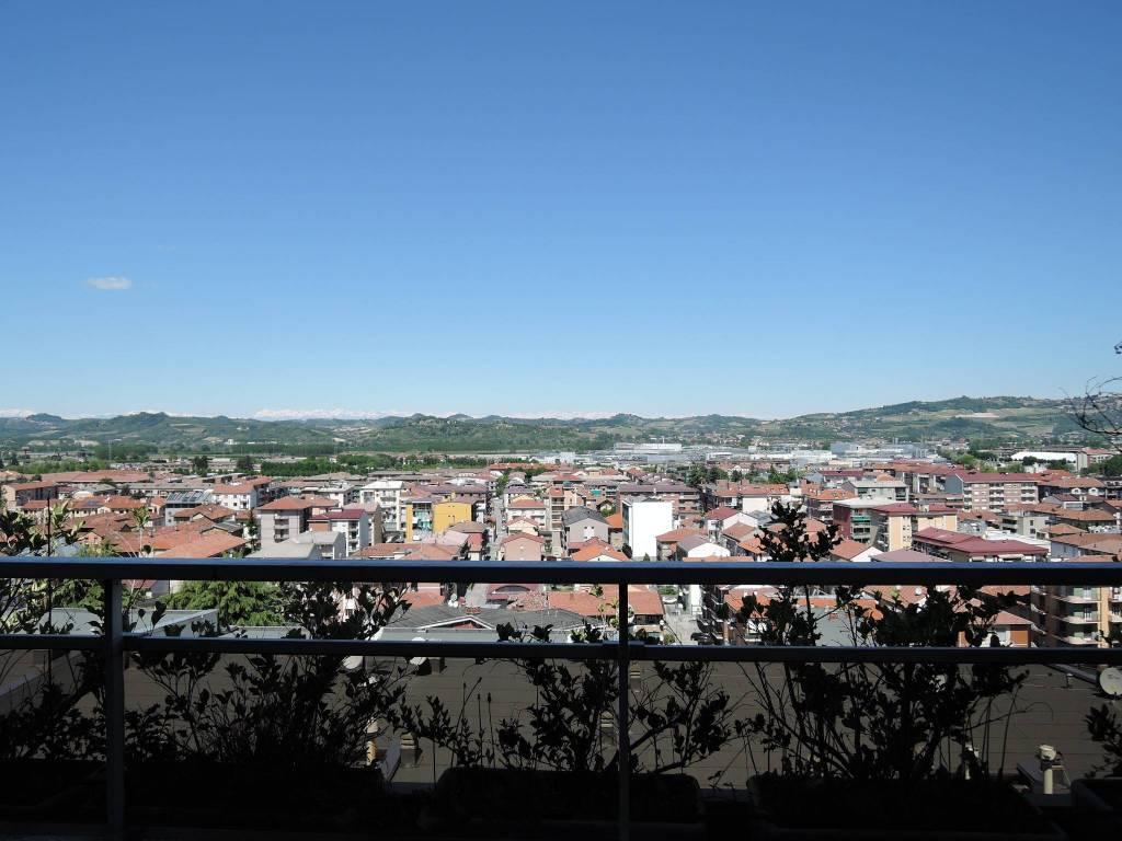 Appartamento in vendita a Alba, 6 locali, prezzo € 430.000 | PortaleAgenzieImmobiliari.it