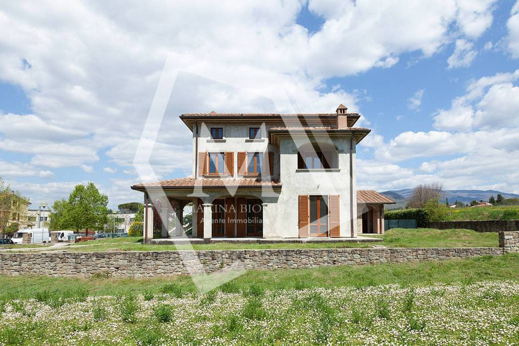 Villa in Vendita a Arezzo Periferia Est: 5 locali, 450 mq