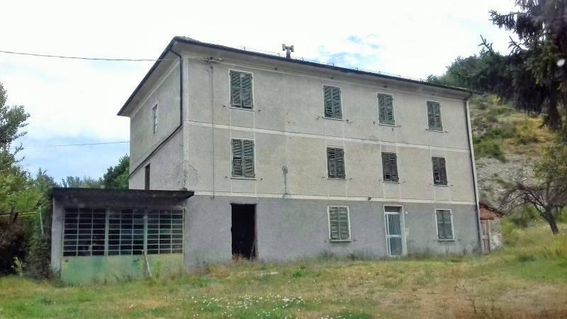 Rustico / Casale in vendita a Gavi, 12 locali, prezzo € 200.000 | PortaleAgenzieImmobiliari.it