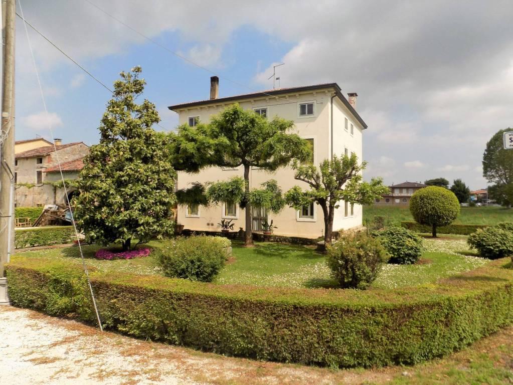Foto 1 di Villa via Roma, Lonigo