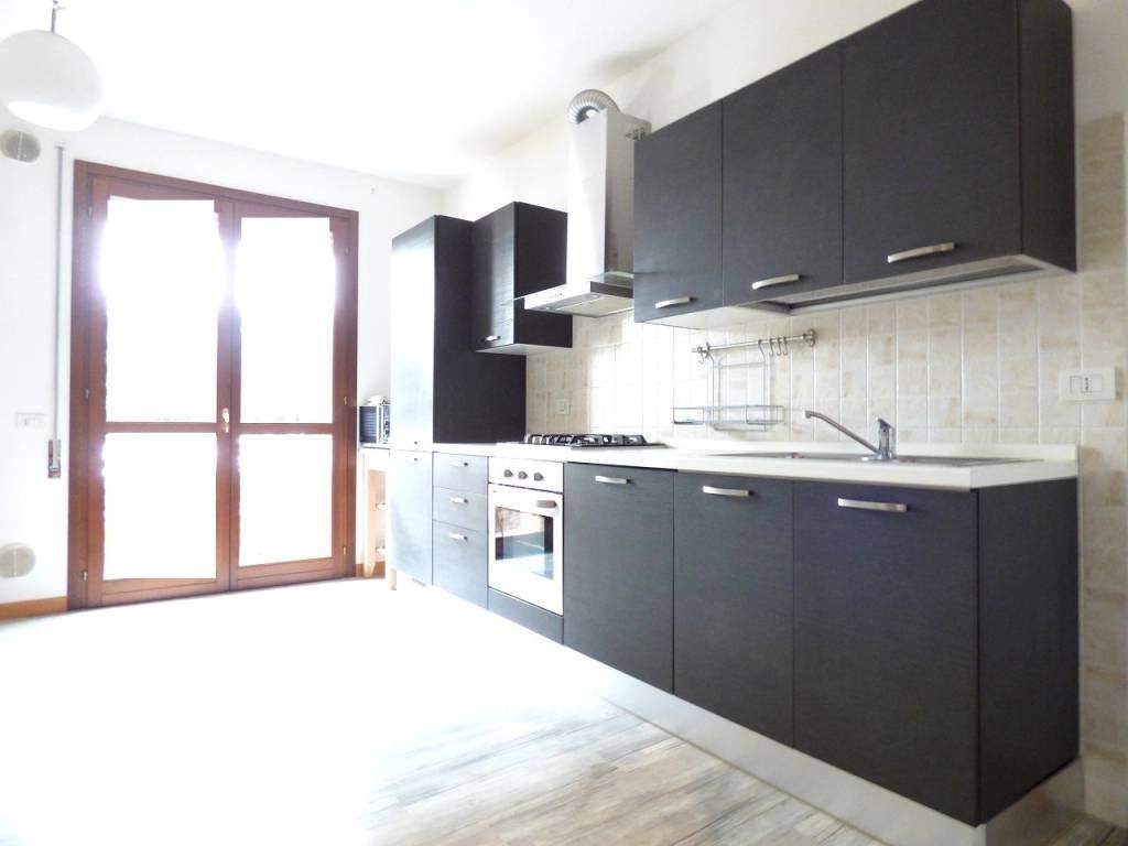 Appartamento in ottime condizioni parzialmente arredato in vendita Rif. 9392180