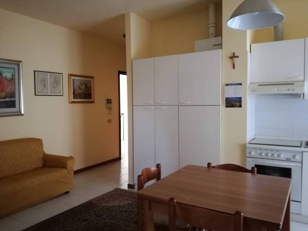 Foto 1 di Bilocale via Como, Varese