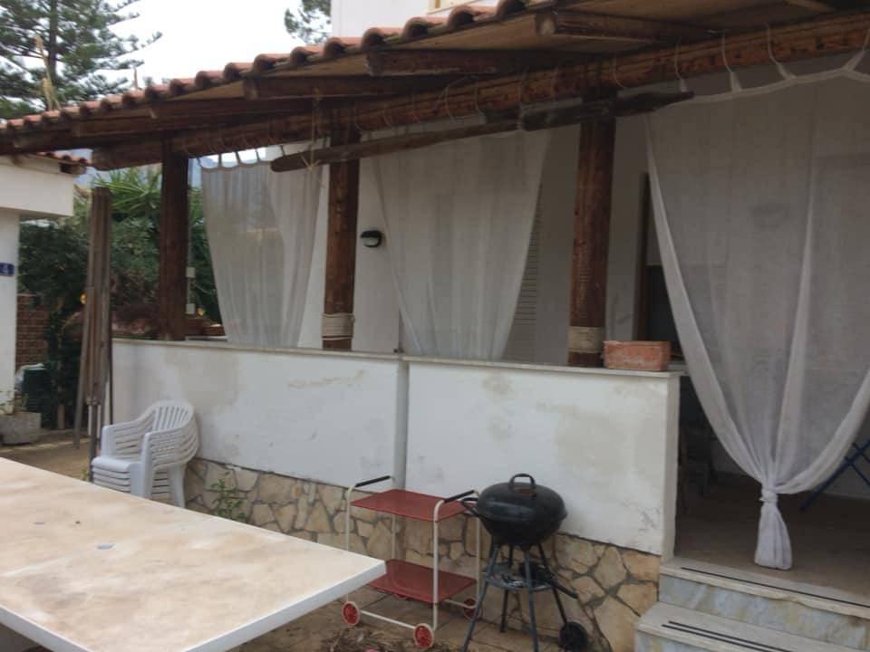 Villa in vendita a Carini, 6 locali, prezzo € 210.000   CambioCasa.it