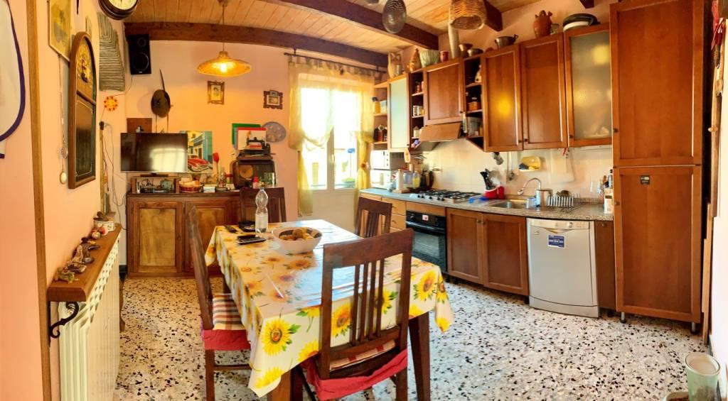 Appartamento in buone condizioni in vendita Rif. 7338324