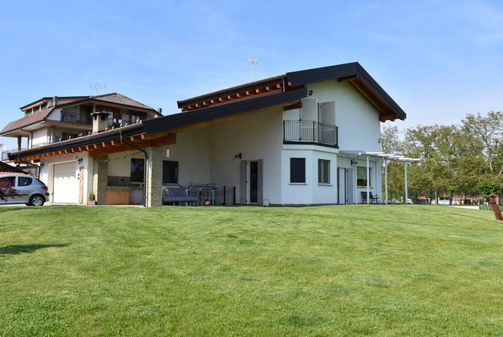 Foto 1 di Villa via Paschera San Defendente, Caraglio