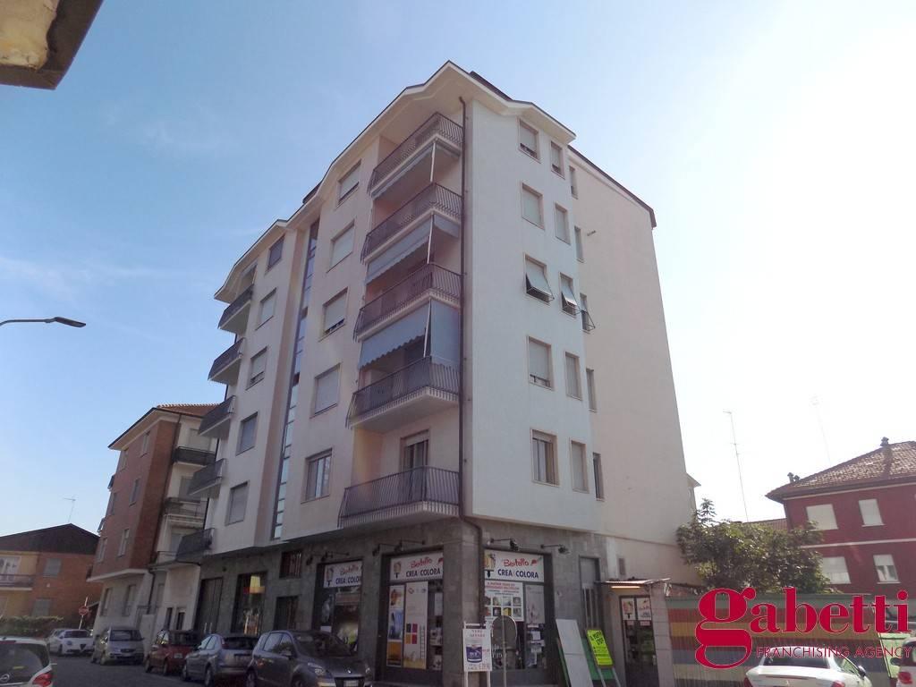 Appartamento in buone condizioni in vendita Rif. 8441688