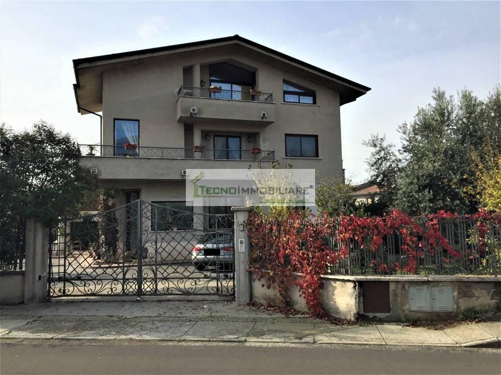 Appartamento in ottime condizioni in vendita Rif. 8975338