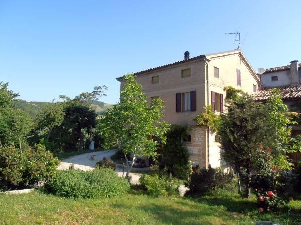 Rustico / Casale in vendita a Arcevia, 11 locali, prezzo € 200.000 | CambioCasa.it