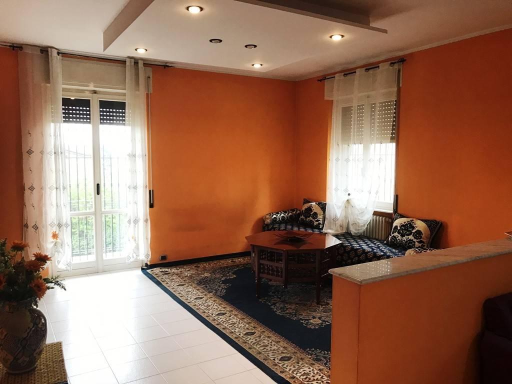 Appartamento in buone condizioni in vendita Rif. 6976837