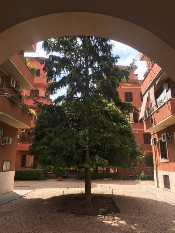 Appartamento in vendita a Roma, 2 locali, zona Zona: 19 . Colombo, Garbatella, Navigatori, Omboni, prezzo € 315.000 | CambioCasa.it