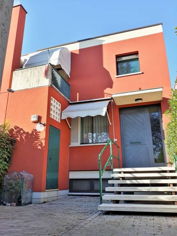 Casa Indipendente in buone condizioni in vendita Rif. 9392446