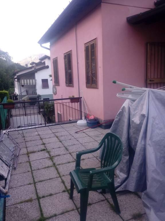 Appartamento in vendita a Lavena Ponte Tresa, 3 locali, prezzo € 135.000 | CambioCasa.it