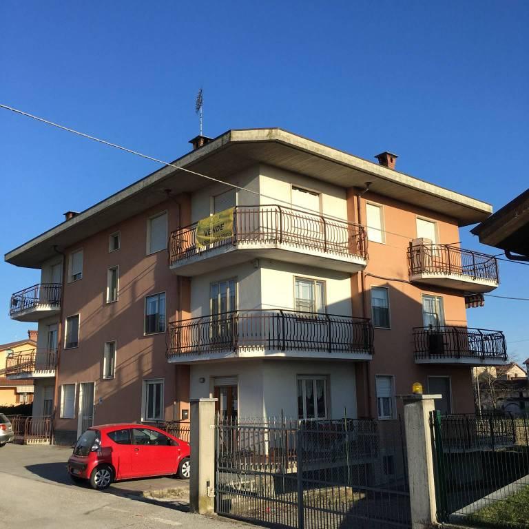 Foto 1 di Quadrilocale via Giovanni XXIII, Rocca Dè Baldi