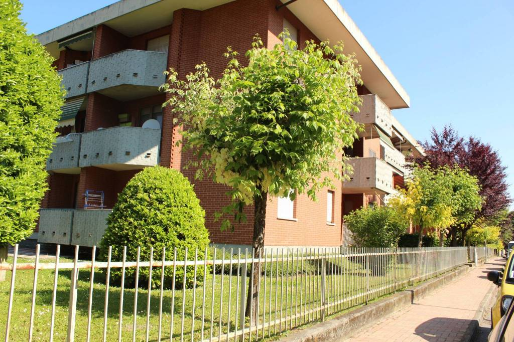 Appartamento in ottime condizioni in vendita Rif. 9392591