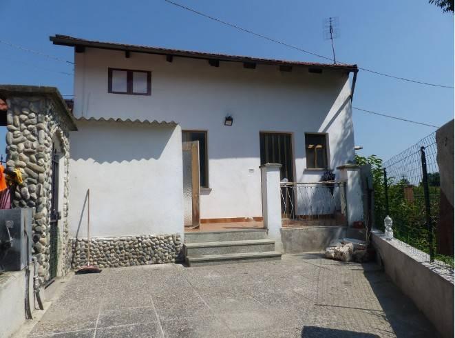 Foto 1 di Villa via Camillo Benso di Cavour, Vigone