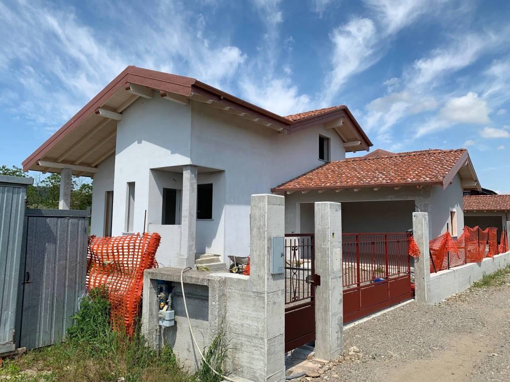 Villa in vendita a Fontaneto d'Agogna, 5 locali, prezzo € 250.000 | PortaleAgenzieImmobiliari.it