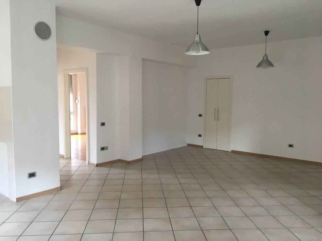 Appartamento in ottime condizioni in vendita Rif. 7296904