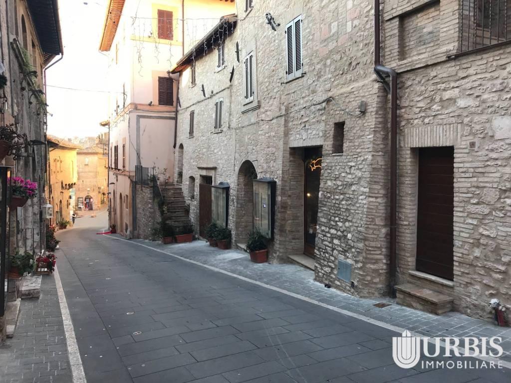 Negozio / Locale in affitto a Assisi, 2 locali, Trattative riservate | CambioCasa.it