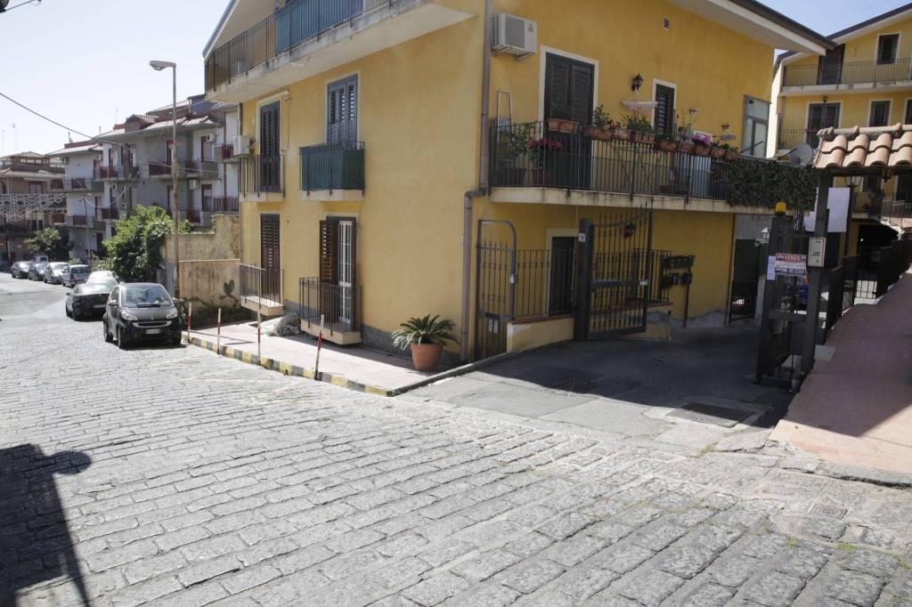 Appartamento in vendita via Scale Sant'Anna Aci Catena