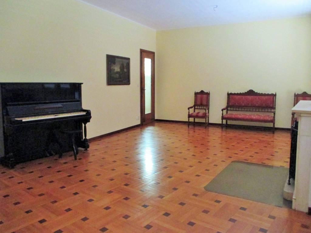Foto 1 di Villa via Superga 59, Baldissero Torinese