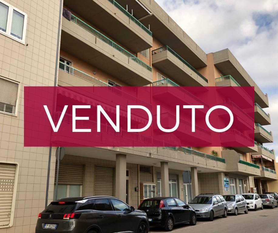 Appartamento in buone condizioni parzialmente arredato in vendita Rif. 8864245