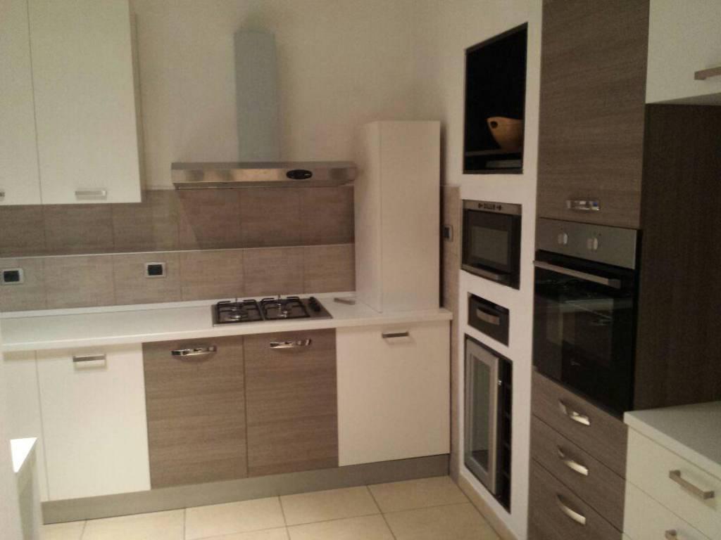 Appartamento in affitto a Novara, 3 locali, prezzo € 850 | CambioCasa.it