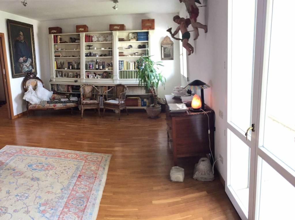 Appartamento in Vendita a Ravenna Semicentro: 5 locali, 154 mq